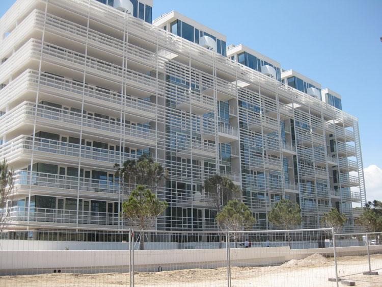 Somec Marine & Architectural Envelopes Srl§ Jesolo Lido Condo Building - Jesolo - Venezia (ITALY). Progettista: Richard Meier.