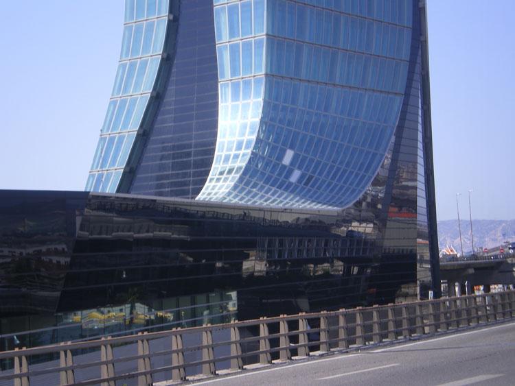 KYOTEC Italia Srl§ Torre dell'autorità portuale - Marsiglia (F). Progettista: Zaha Hadid Architects. Test effettuati: permeabilità all'aria, tenuta all'acqua, resistenza al carico di vento, prove meccaniche.