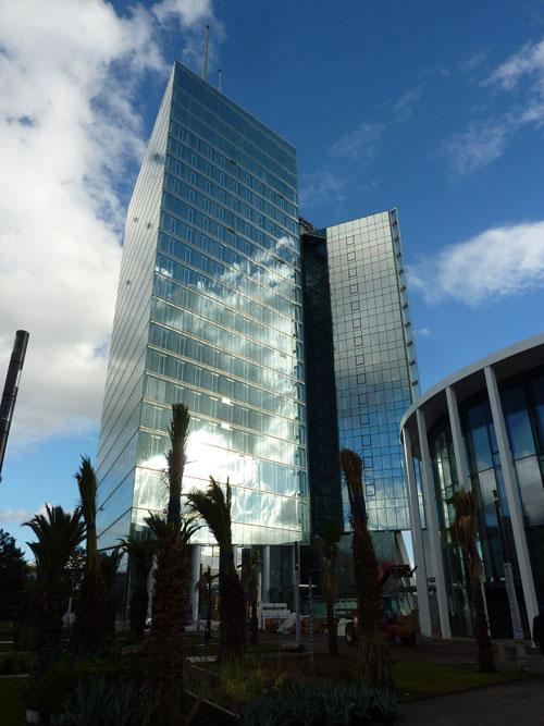 Simco Tecnocovering Srl§ Nuova sede MAROC TELECOM, Rabat (Marocco), Arch. Jean-Paul Viguier - Test effettuati:prove di resistenza all'urto e proprietà meccaniche.